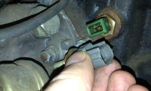 Датчик температуры двигателя, места его установки и неисправности