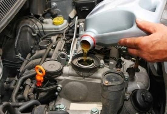 Перелив масла в двигатель