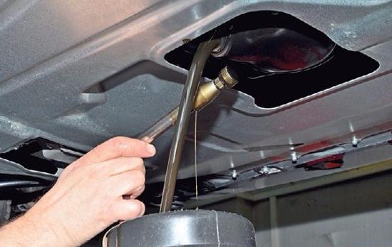 слив масла с двигателя лада гранта